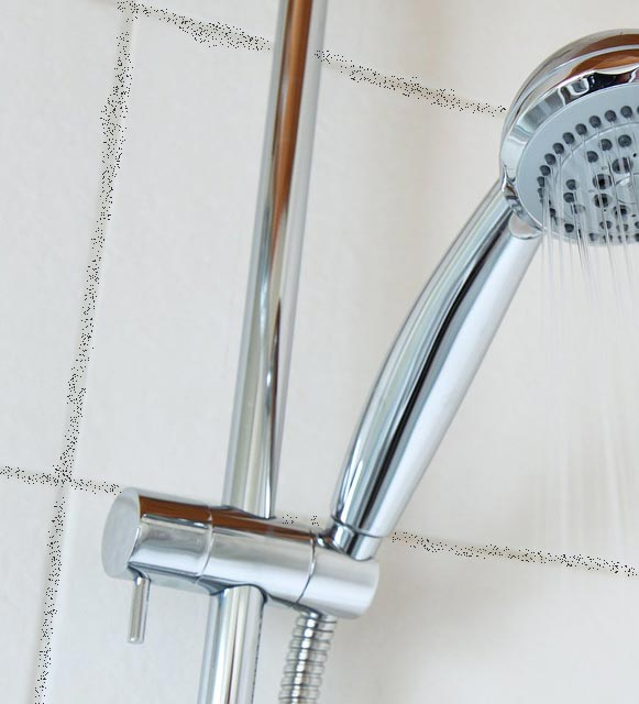 Der beste Weg, Schimmel im Badezimmer zu entfernen